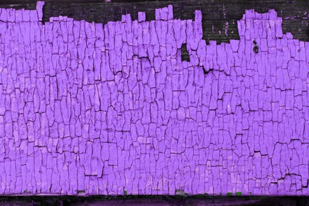 Old wooden background with remains of pieces of scraps of old paint on wood. Texture of an old tree, board with paint, vintage background peeling paint. old purple board with cracked paint, vintage, wood, background Standard-Bild