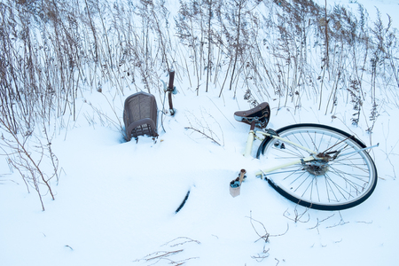 drop off: Buried in the snow bike Stock Photo