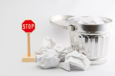 botar basura: Detener tirar basura Foto de archivo