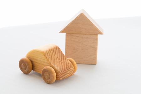 Houten auto en huis