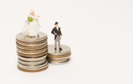 Money and newlyweds 版權商用圖片