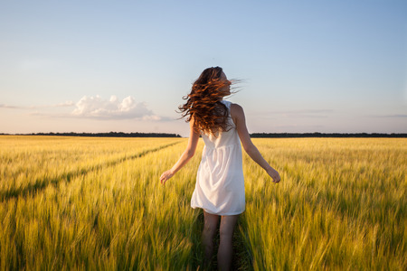 beautiful woman in yellow wheat field Banco de Imagens