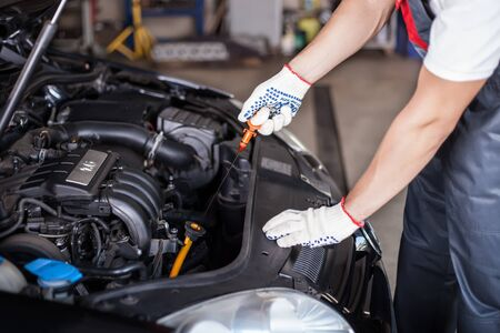 mecanico: Aceite cambiante del mecánico