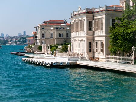 Mansions along the Bosporus Strait in Turkey a  bright summer day. View from cruise ship. Standard-Bild