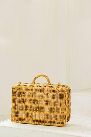 wicker: maleta de mimbre