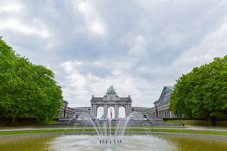 triumphal arch with fountain in brussels Zdjęcie Seryjne