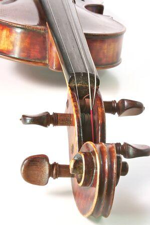 Violino antico su uno sfondo bianco Archivio Fotografico - 18483252