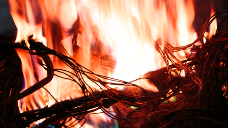 wires on fire. Firing winding insulation of electrical wiring in the fire close-up Imagens