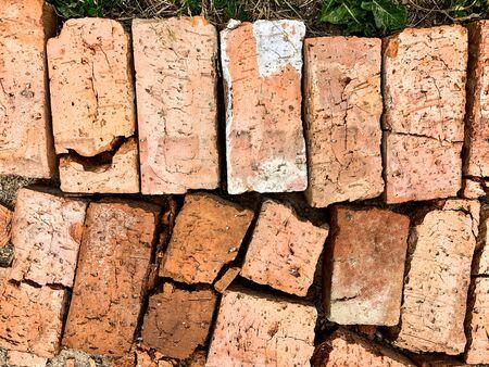 old broken brick on the ground top view Foto de archivo - 132117345