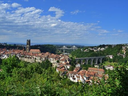 Panoramic view of the down town of Friborg with the bridges of Z?hringuen and Poya in the background. Friborg, Switzerland 写真素材