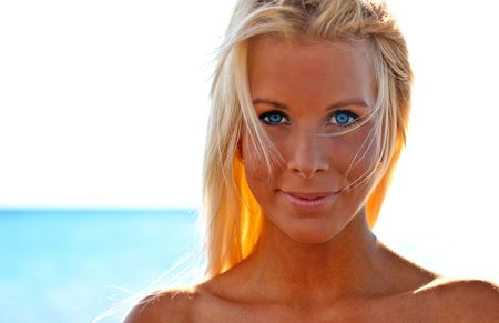 Amazing eyes on a beach blonde by the ocean Stock Photo - 6335180