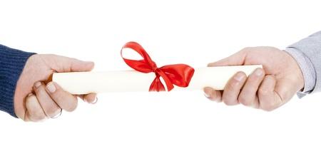 reconnaissance: livraison d'un parchemin sur un fond blanc