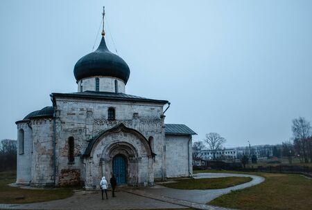 invasion: Cath�drale Saint-George (1230-1234) �tait la derni�re �glise en pierre construite en Russie avant l'invasion mongole