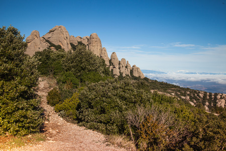 Santa Maria de Montserrat is a Benedictine abbey located on the mountain of Montserrat, in Catalonia, Spain 版權商用圖片 - 89729560