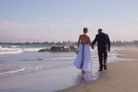 Bride and Grrom at the Ocean Standard-Bild