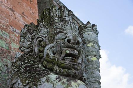 taman: Statue at temple gate Taman Ayun close up Stock Photo
