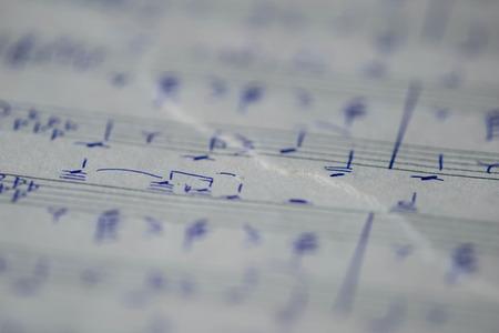 music lyrics: paginación rasgado con notas escritas a mano para piano