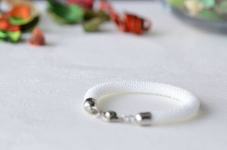 trabajo manual: White beaded crocheted bracelet close up