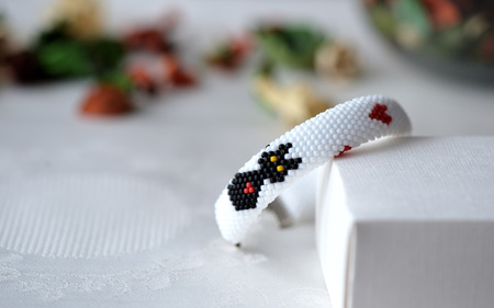 beaded: Handmade beaded bracelet with the image of a black cat and red hearts