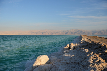 Coast of the Dead Sea in the evening Imagens