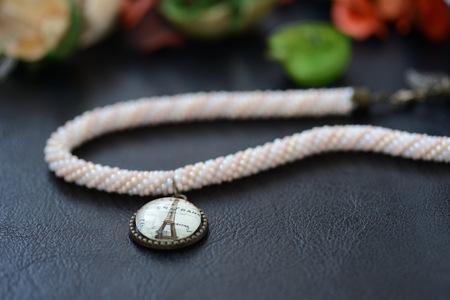 trabajo manual: Bead crochet choker necklace with an Eiffel Tower pendant