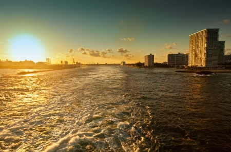 fort lauderdale: Sun setting on the intercoastal waterway of Port Everglades, in Fort Lauderdale, Florida