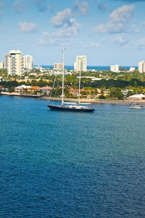 fort lauderdale: Luxury sailboat on the inter-coastal waterway in Ft  Lauderdale. Stock Photo