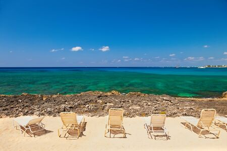 Plage avec vue, Grand Cayman, Iles Cayman Banque d'images - 18704339