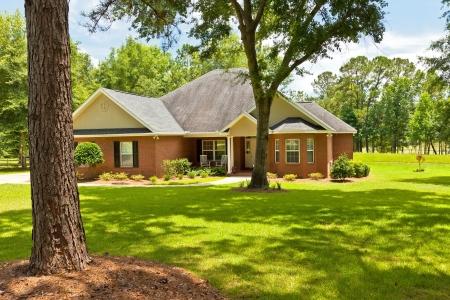 Maison de campagne de style traditionnel à l'aménagement paysager en Floride Banque d'images - 20827880