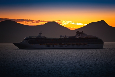 Cruise ship sailing on the Inside Passage in Alaska Stock Photo