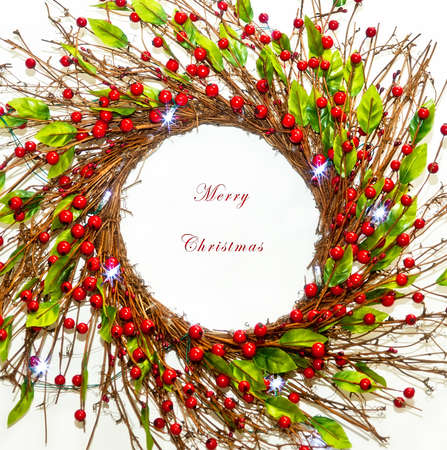 merry christmas text: Guirnalda de la Navidad con el texto Feliz Navidad en blanco Foto de archivo