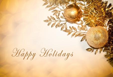 Carte décoratif avec le texte bonnes fêtes, boules et paillettes Banque d'images - 24392359