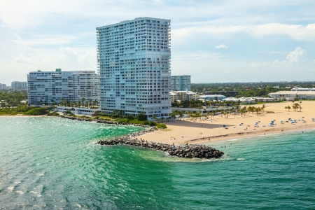 Intracoastal waterway leading to Atlantic Ocean at Ft. Lauderdale beach 版權商用圖片 - 25220975