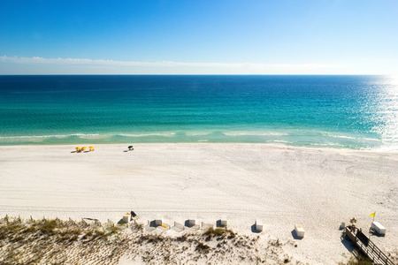 Emerald waters of Miramar Beach in Destin, Florida, USA Imagens