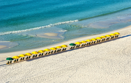 Row of beach umbrellas on Miramar Beach in Destin, Florida Imagens