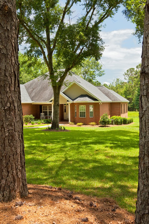 tallahassee: Traditional style country house with landscaping in Florida