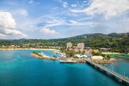 Cruise Port w tropikalnej karaibskiej wyspie Ocho s, Jamajka