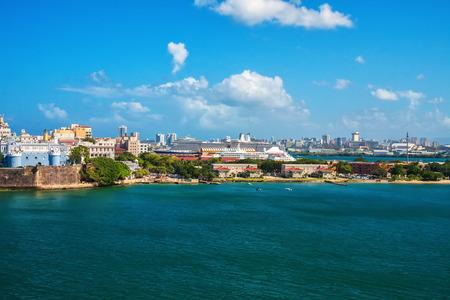 Ville et port de croisière navire de San Juan, Puerto Rico dans les Caraïbes Banque d'images - 45075296