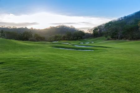 ゴルフコースでの日の出