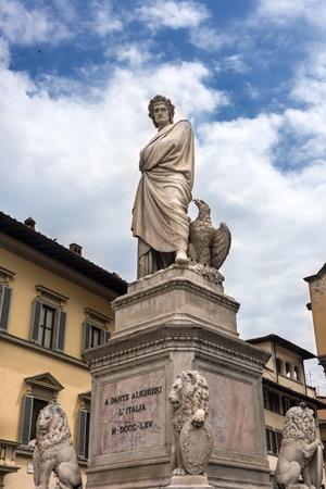 dante alighieri: Statue of the historically famous Dante Alighieri in the Piazza Santa Croce in Florence, Italy.