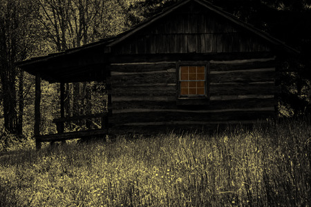 Ferguson's Cabin, in the Smoky Mountains National Park, Maggie Valley, North Carolina, with creepy Halloween effect Stockfoto