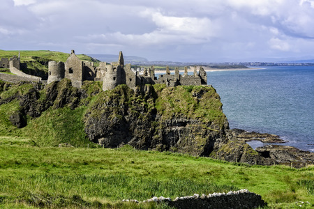 Dunluce Castle is a now-ruined medieval castle in Northern Ireland Banco de Imagens