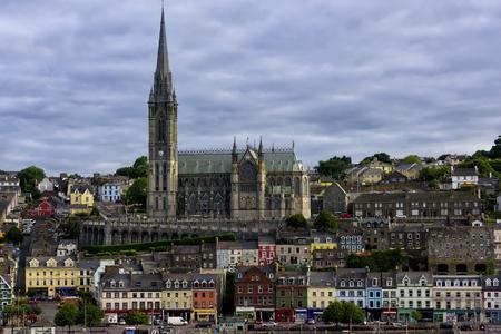 Saint Colmans Cathedral in het havendorp Cobh, in de buurt van Cork, Ierland. Stockfoto