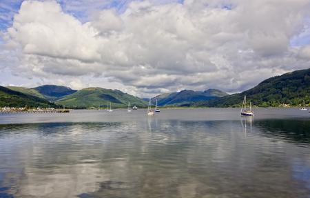 Segelboote auf dem Fluss Clyde in Greenock, Schottland
