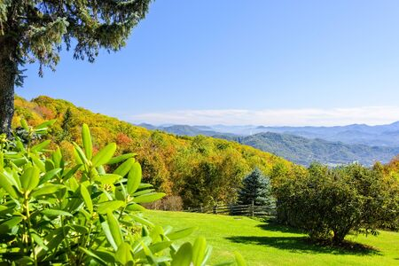 Scenic view of the Smoky and Blue Ridge Mountain range in North Carolina in the fall. Imagens