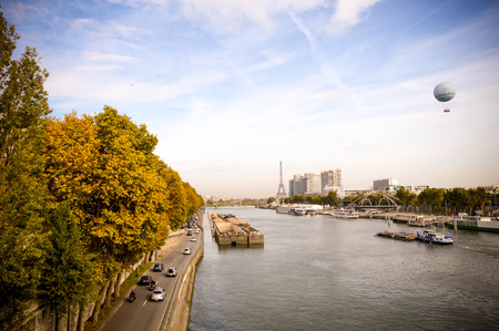 ile de la cite: The parisian river during sunrise with the eiffel tower