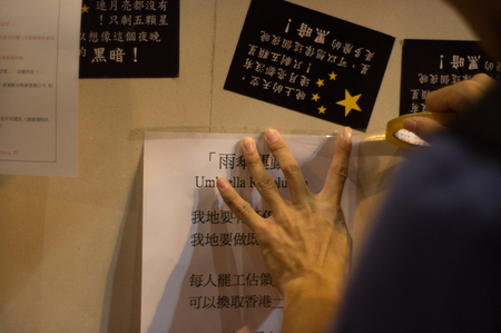 suffrage: Protester sticking poster, a street blocking demonstration in 2014, Mong Kok, Hong Kong, China