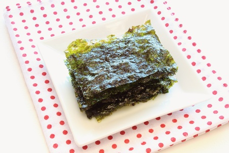 Korean roasted seaweed in plate