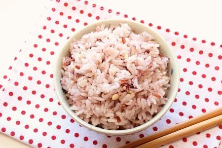 arroz chino: Mezcla el arroz en un tazón de arroz japonés