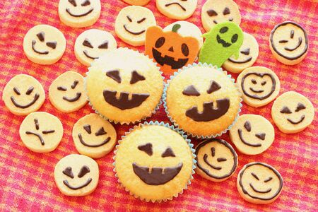 Halloween cupcakes and cookies Stock Photo - 15302296